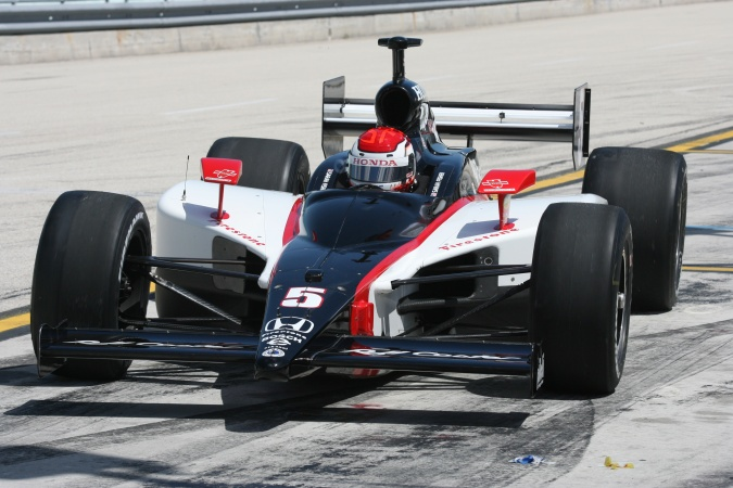 Photo: Sarah Fisher - Dreyer & Reinbold Racing - Dallara IR-05 - Honda