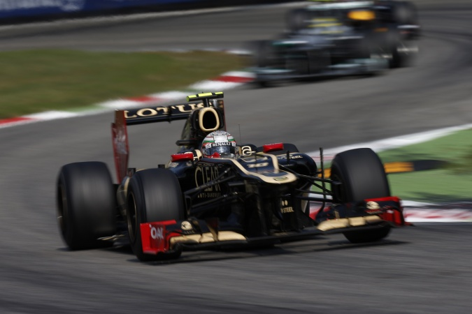 Photo: Jerome d'Ambrosio - Lotus F1 Team - Lotus E20 - Renault