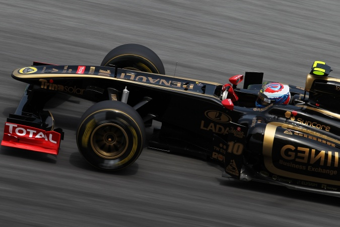 Photo: Vitaly Petrov - Lotus Renault GP - Renault R31
