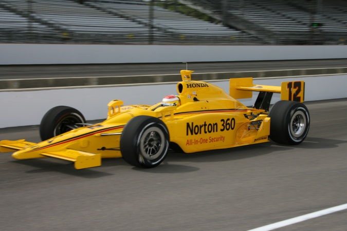Photo: Ryan Briscoe - Luczo Dragon Racing - Dallara IR-05 - Honda