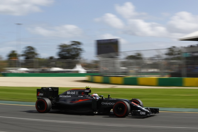 Photo: Jenson Button - McLaren - McLaren MP4-31 - Honda