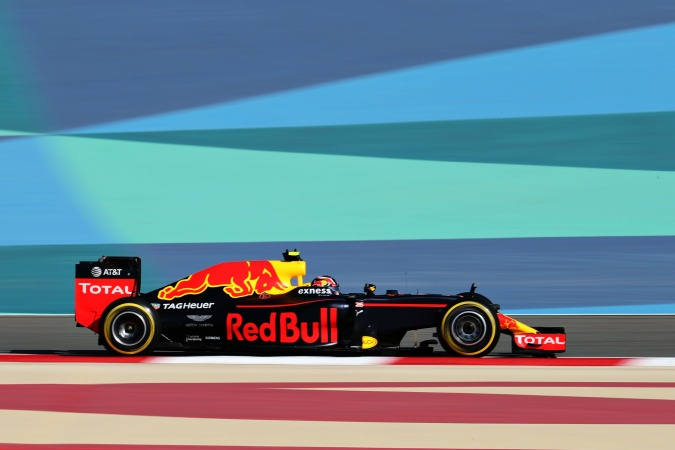 Photo: Daniil Kvyat - Red Bull Racing - Red Bull RB12 - TAG