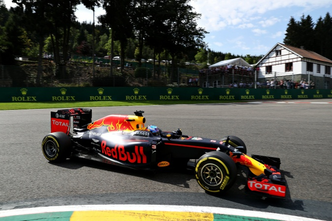 Photo: Daniel Ricciardo - Red Bull Racing - Red Bull RB12 - TAG