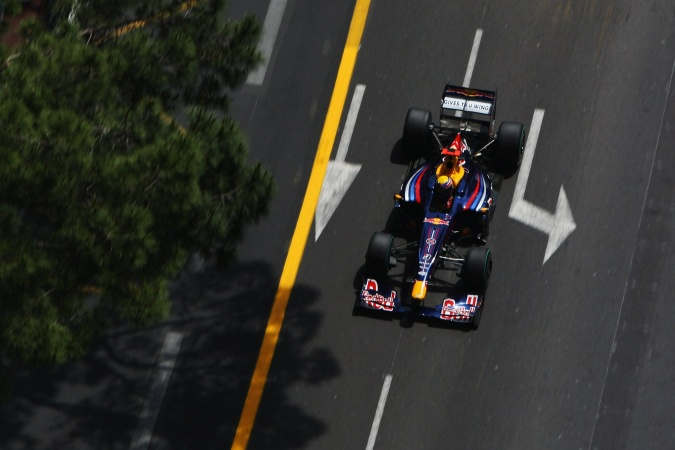 Photo: Mark Webber - Red Bull Racing - Red Bull RB5 - Renault