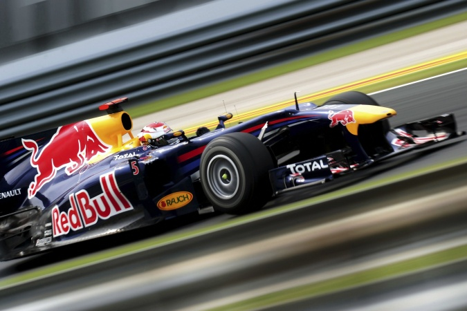 Photo: Sebastian Vettel - Red Bull Racing - Red Bull RB6 - Renault