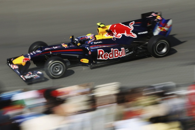 Photo: Mark Webber - Red Bull Racing - Red Bull RB6 - Renault
