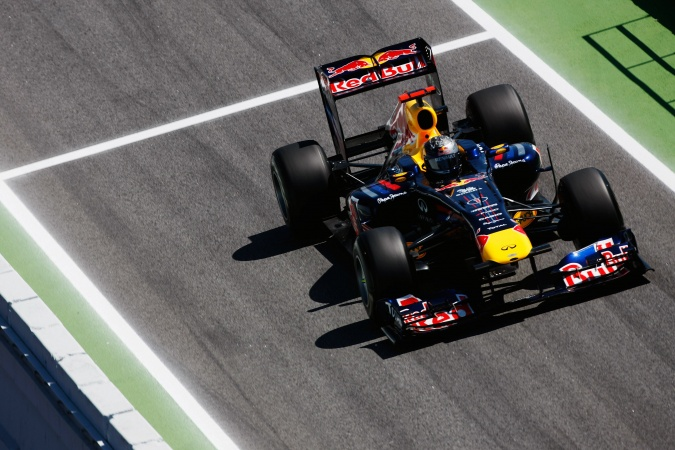 Photo: Sebastian Vettel - Red Bull Racing - Red Bull RB7 - Renault