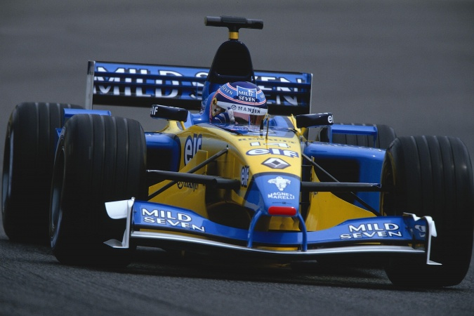 Photo: Jarno Trulli - Renault F1 Team - Renault R202