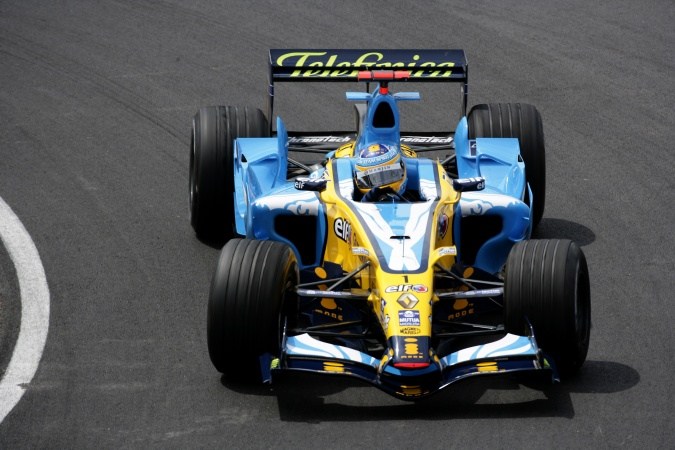Photo: Fernando Alonso - Renault F1 Team - Renault R26