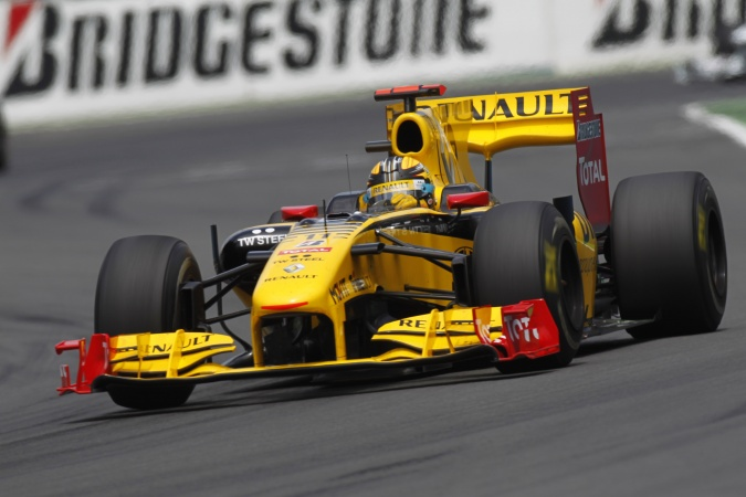 Photo: Robert Kubica - Renault F1 Team - Renault R30