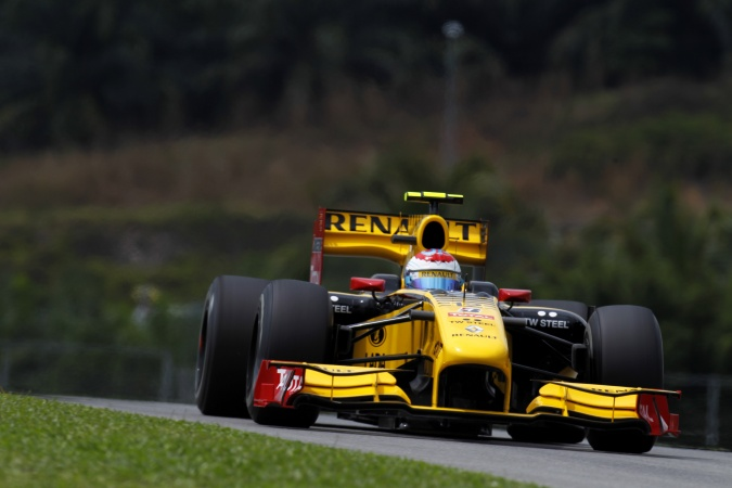 Photo: Vitaly Petrov - Renault F1 Team - Renault R30