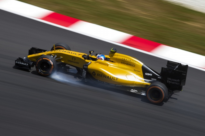 Photo: Jolyon Palmer - Renault F1 Team - Renault RS16