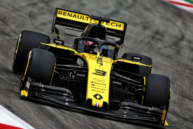 Photo: Daniel Ricciardo - Renault F1 Team - Renault RS19