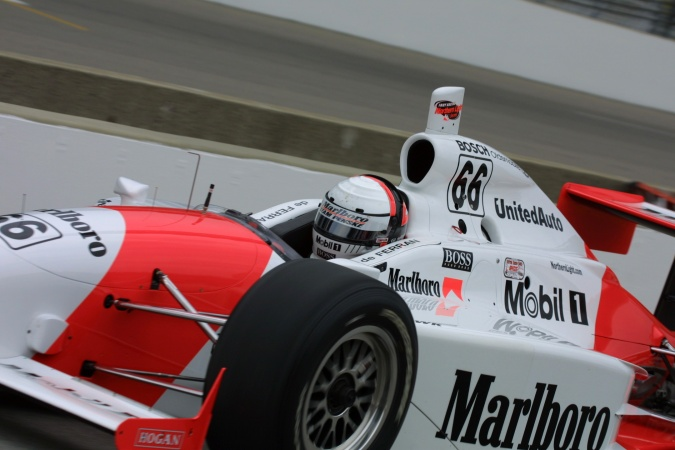 Photo: Gil de Ferran - Team Penske - Dallara IR-01 - Oldsmobile