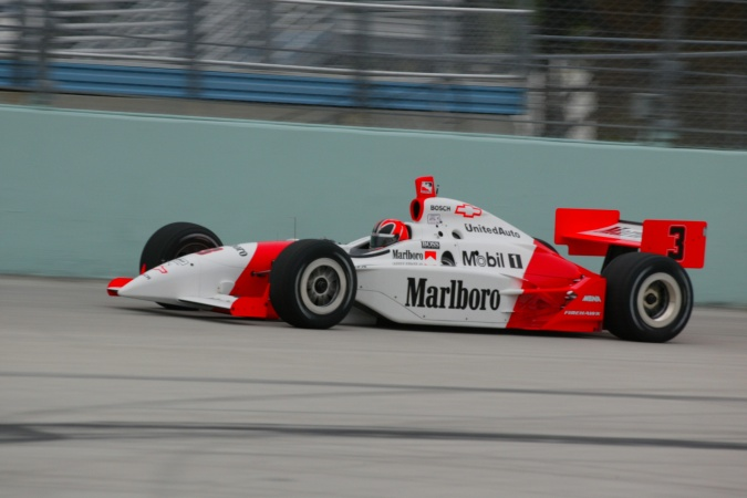 Photo: Helio Castroneves - Team Penske - Dallara IR-02 - Chevrolet