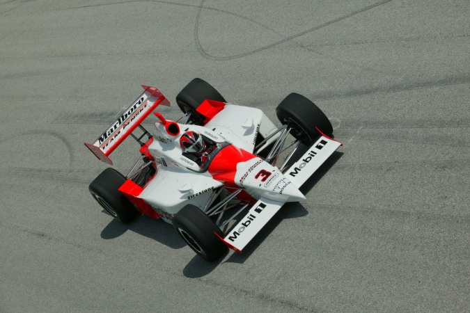 Photo: Helio Castroneves - Team Penske - Dallara IR-03 - Toyota