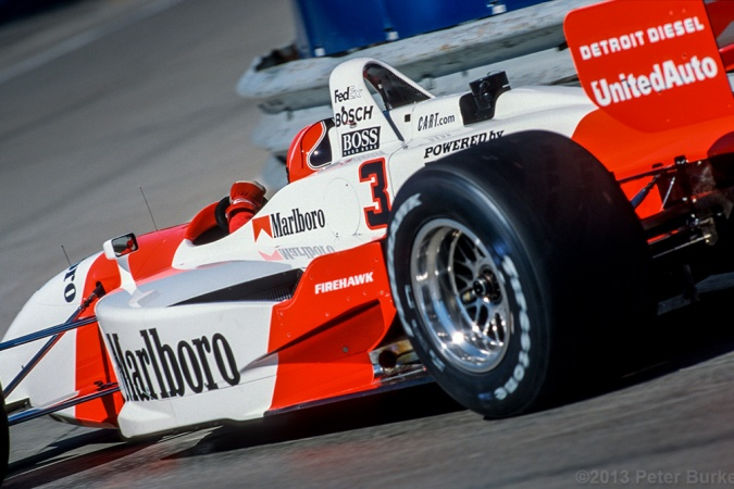 Photo: Helio Castroneves - Team Penske - Reynard 01i - Honda