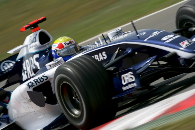 Photo: Mark Webber - Williams - Williams FW28 - Cosworth